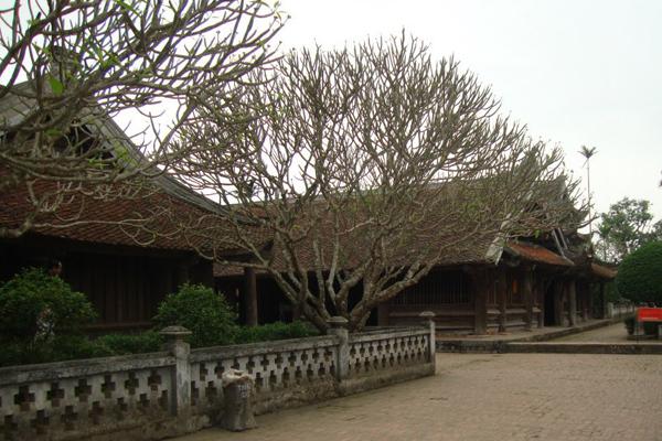 Không gian bên trong ngôi chùa