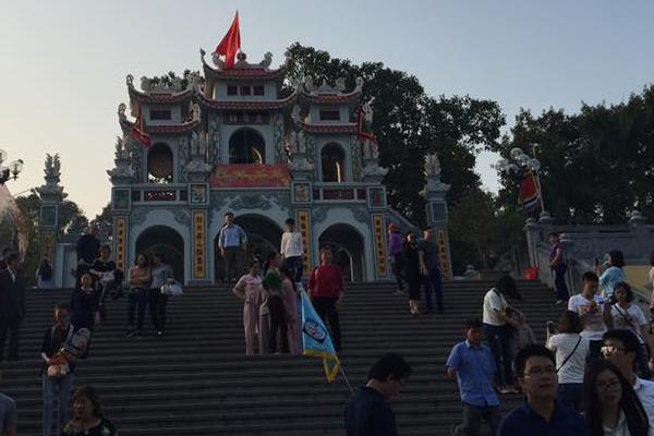 Cổng Đền Bà Chúa Kho