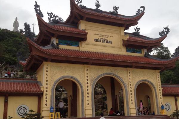 Cổng chùa Ba Vàng
