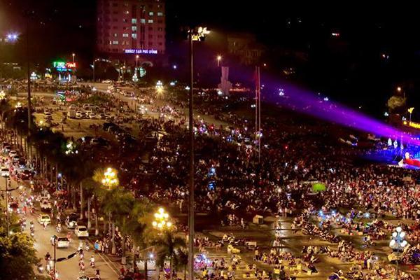 Đêm hội trăng rằm diễn ra hàng năm tại Quảng trường Sầm Sơn