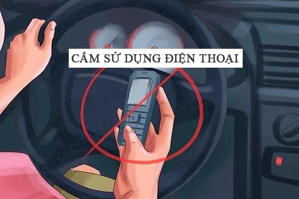 Cấm sử dụng điện thoại khi lái xe tham gia giao thông