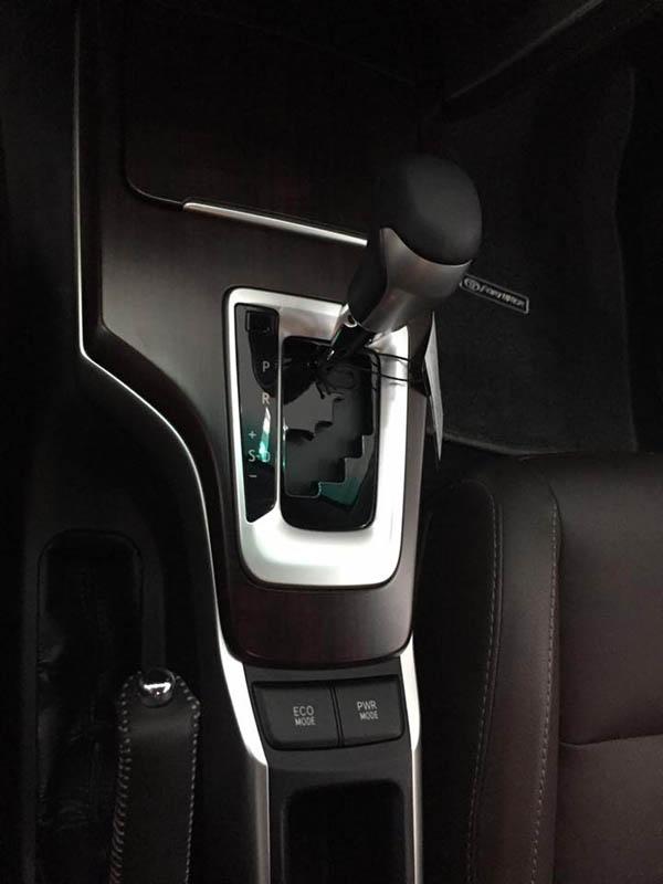 Cần số xe Fortuner