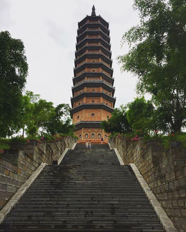 Ngôi Tháp tại chùa Bái Đính