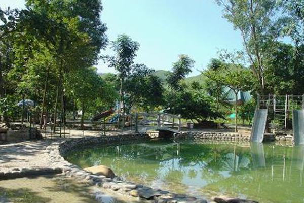 Bể chứa nước khoảng nóng trong khu du lịch Kim Bôi
