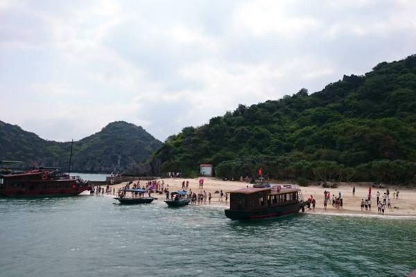 Bến thuyền trên đảo
