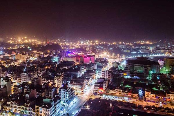 Thành phố Móng Cái về đêm (Ảnh – alexlongmc)