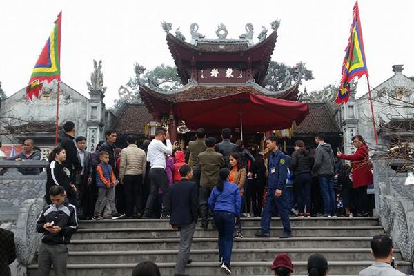 Tháng Giêng lễ hội đền Cửa Ông xin lộc cầu tài