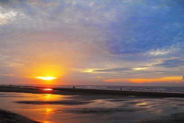 Khung cảnh bình minh trên biển Thịnh Long