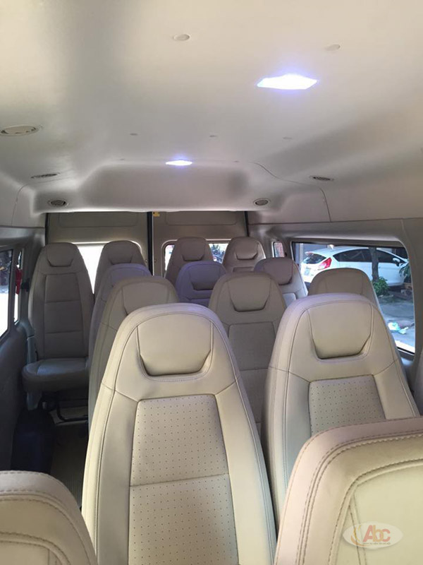 Hình ảnh nội thất và ghế ngồi bên trong xe