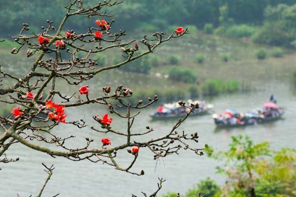 Mênh mang sông nước Chùa Hương. Ảnh Meogia Photo