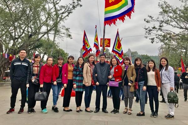Du khách tham dự lễ hội Côn Sơn Kiếp Bạc
