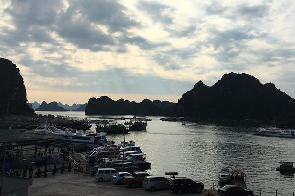 Công ty chuyên cho thuê xe đi Cảng Cái Rồng giá rẻ tại Hà Nội