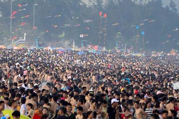 Biển Sầm Sơn trở thành điểm đến được du khách ưa thích mỗi dịp nghỉ lễ, chuyển hè.