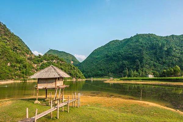 Hồ Pác Mỏ