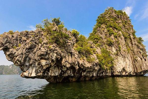 Hòn Rùa trong quần đảo Cát Bà