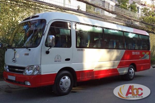 Hình ảnh xe 29 chỗ Huyndai County mầu đỏ trắng