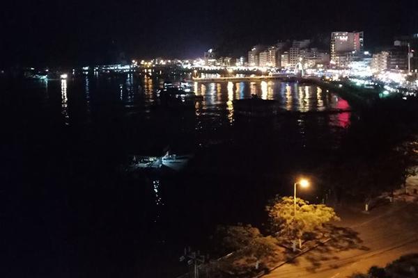 Khung cảnh về đêm trên Biển Đảo Cát Bà