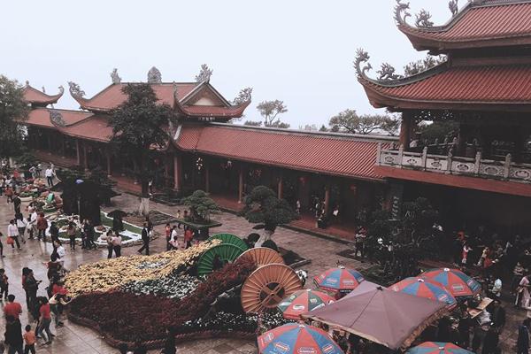 Khung viên cảnh quan chùa