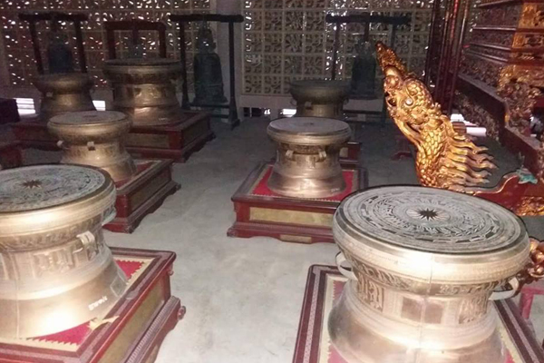 Hiện vật bên trong bảo tàng Hùng Vương