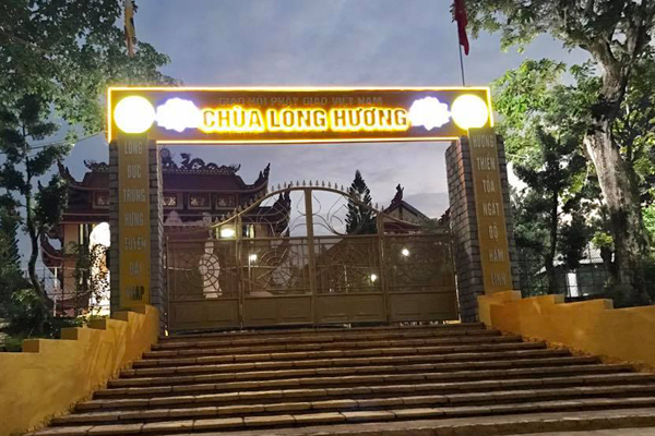 Cổng chùa Long Hương