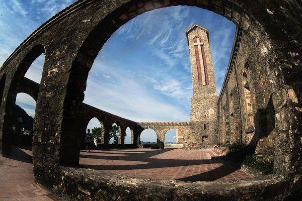 Cổng trời là nơi lý tưởng để ngắm nhìn toàn thị trấn Tam Đảo