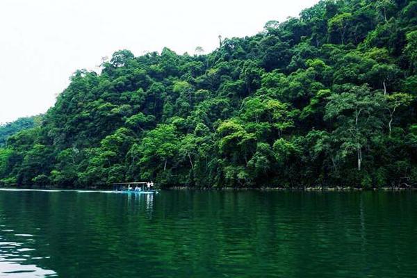 Danh lam thắng cảnh Hồ Ba Bể là Di tích quốc gia đặc biệt