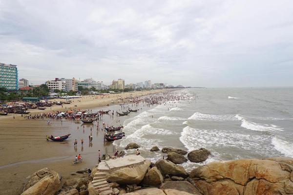 Khung cảnh bãi biển Sầm Sơn nhìn từ trên cao