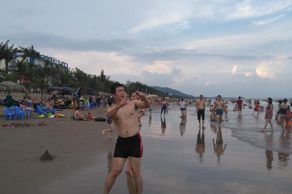 Biển Hải Tiến đang trở thành điểm đến hấp dẫn thu hút khách du lịch