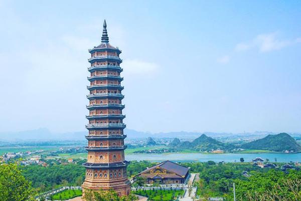 Ngôi chùa là một điểm đến hấp dẫn đối với nhiều du khách trong và quốc tế