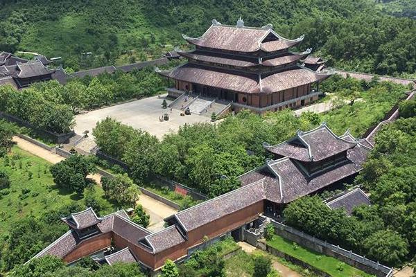 Chùa Bái Đính là một công trình lớn, nằm phíaTây cố đô Hoa Lư.