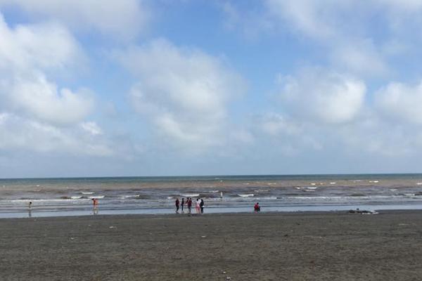 Biển xanh cát trắnq nắnq vànq tại Biển Quất Lâm