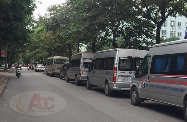 Xe 29 chỗ đưa đón học sinh tại trường Việt - Úc