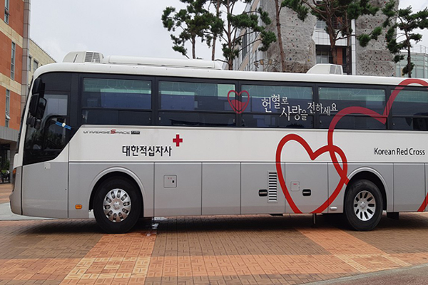 Hyundai Universe Space Classic bloodmobile (Side)