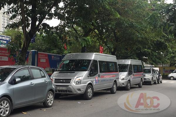 Xe 16 chỗ đưa đón học sinh tại trường Việt - Úc